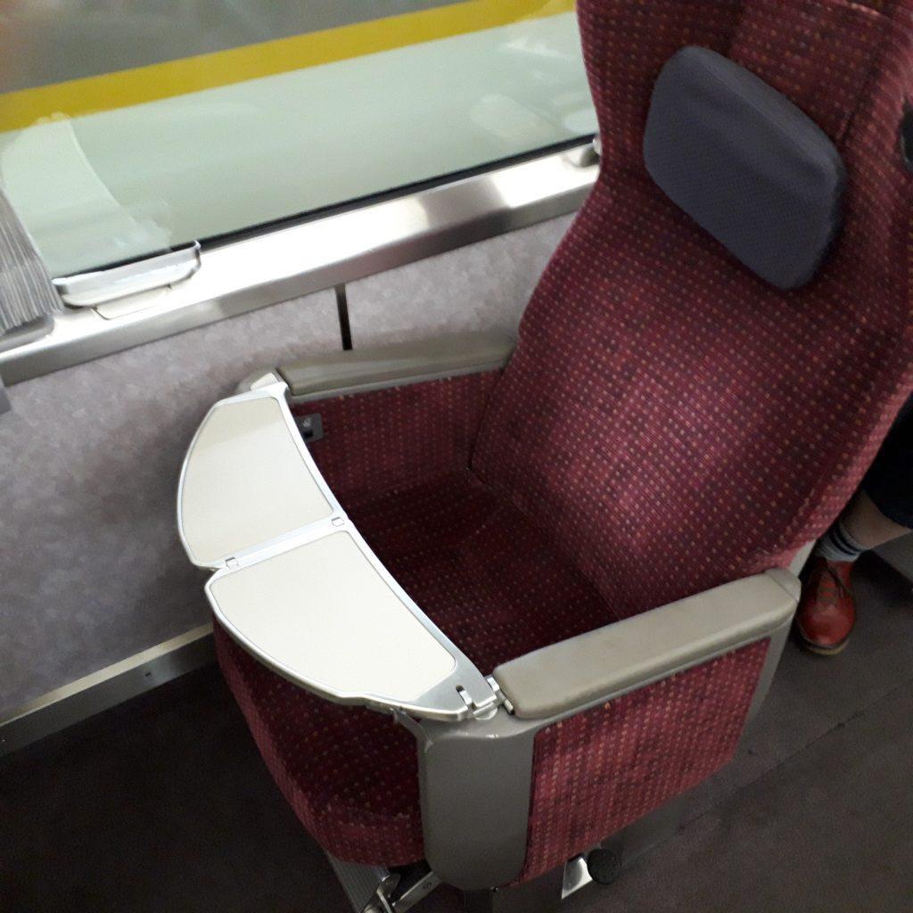 近鉄 アーバンライナー 21020系 デラックスカー 座席