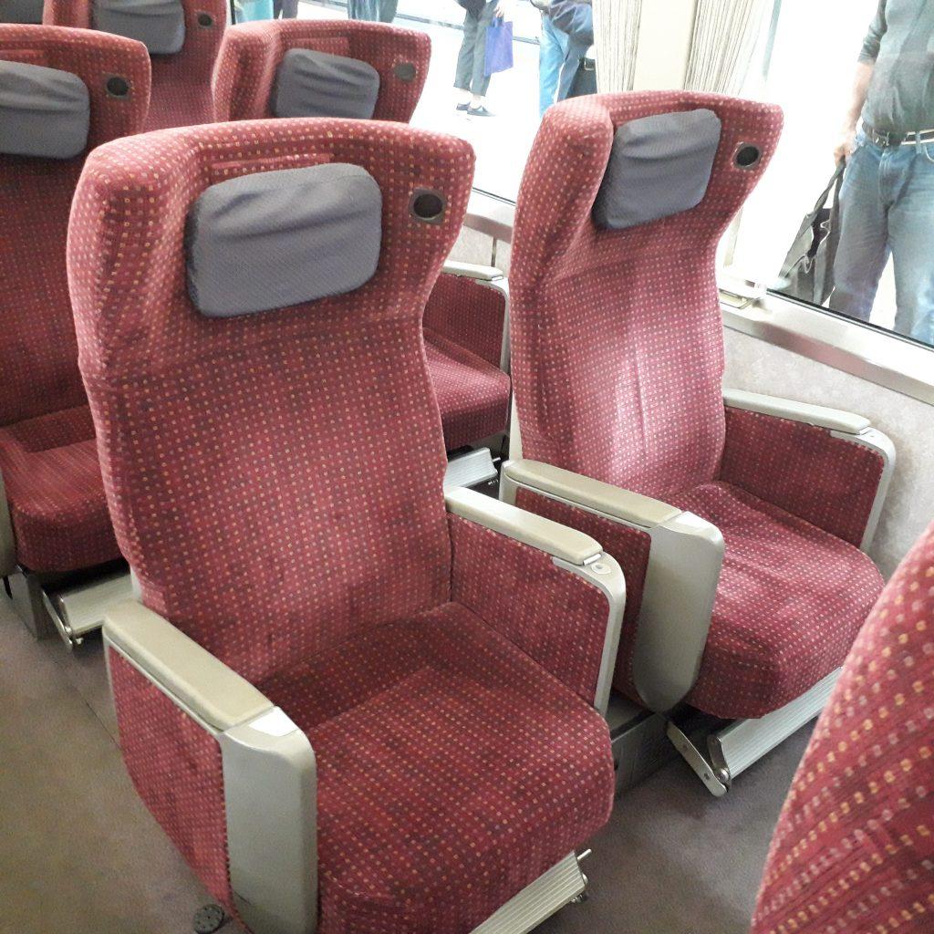 近鉄 アーバンライナー 21020系 デラックスカー 2列席