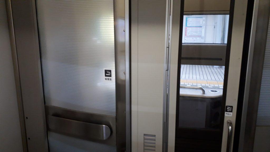 近鉄 アーバンライナー 21020系 喫煙室