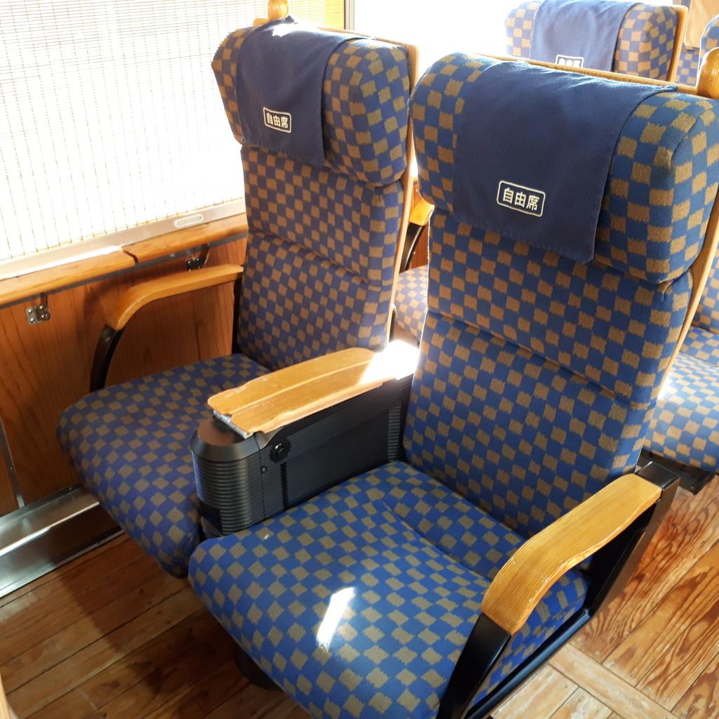 特急海幸山幸 キハ125 2号車 自由席 座席