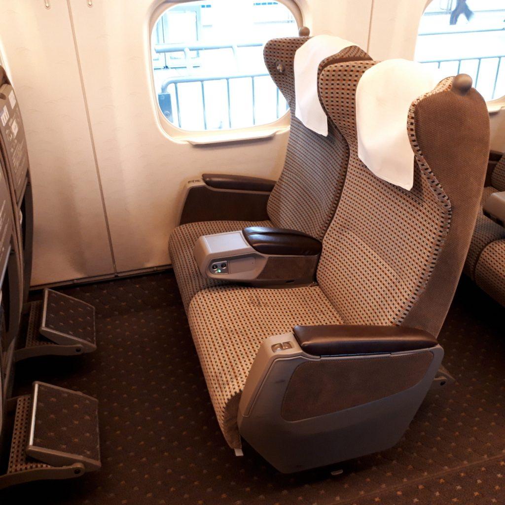 新幹線N700系 のぞみ グリーン車 座席