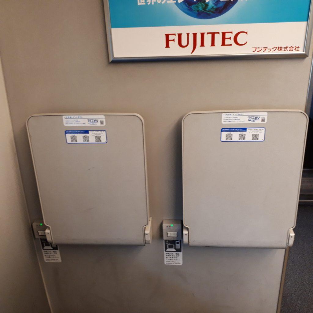 新幹線N700系 のぞみ 普通車 端部座席 テーブル
