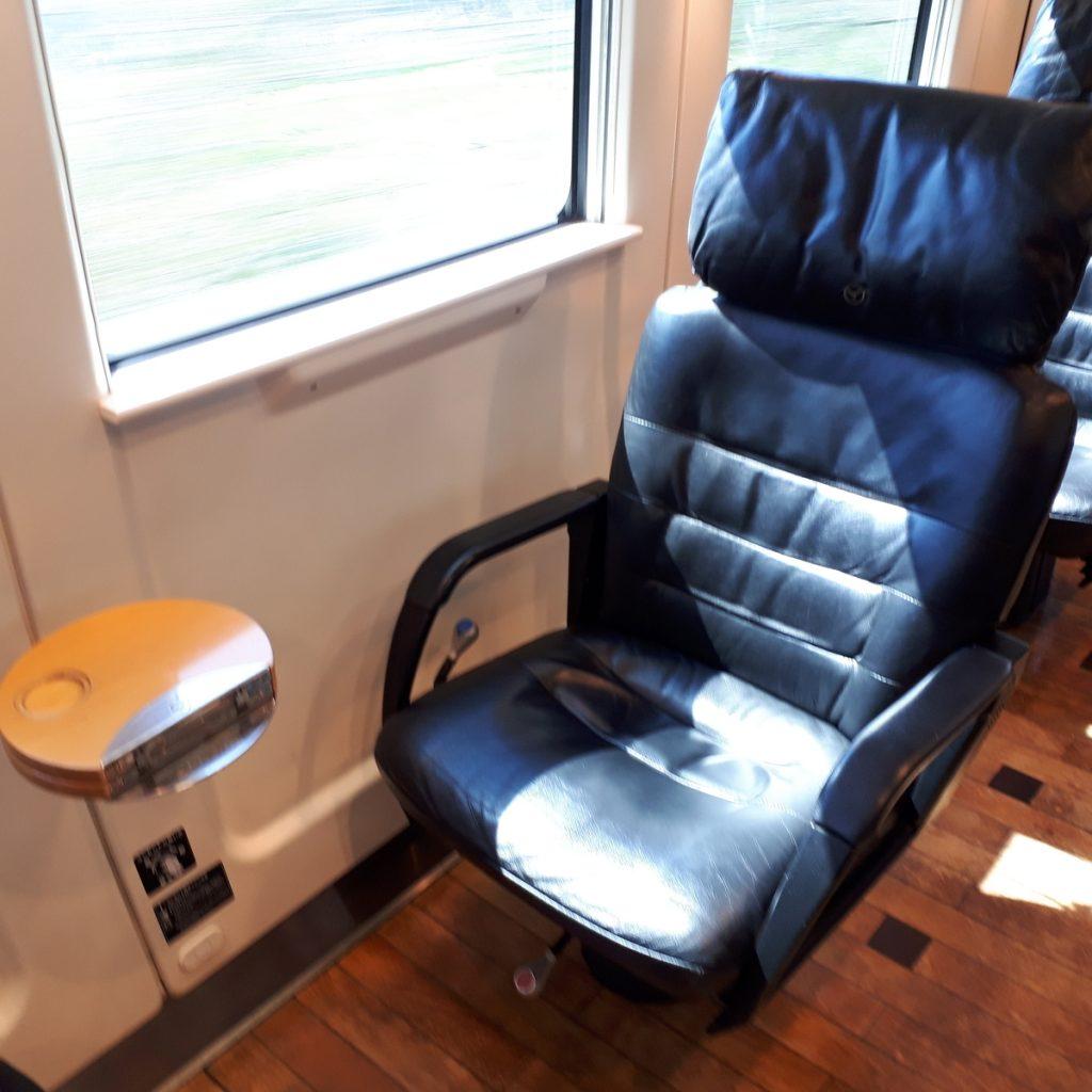 特急ソニック 885系 グリーン車 座席