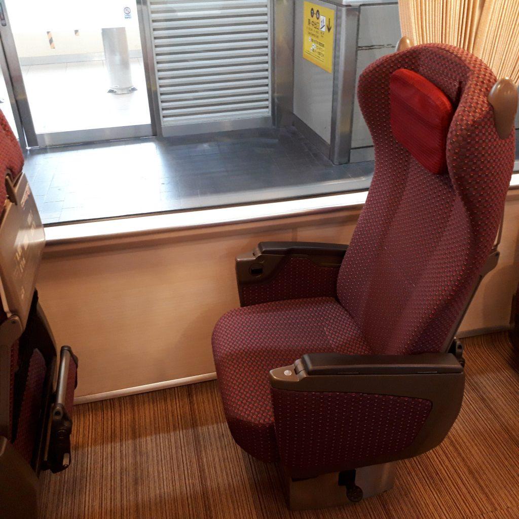 近鉄 さくらライナー 26000系 3号車 デラックスカー 座席
