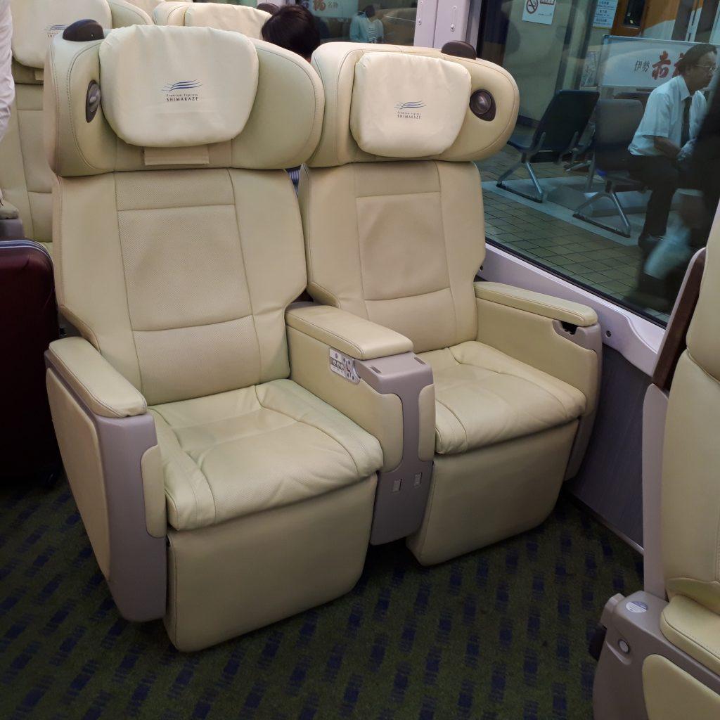 近鉄 50000系 しまかぜ プレミアムシート 2人掛け座席