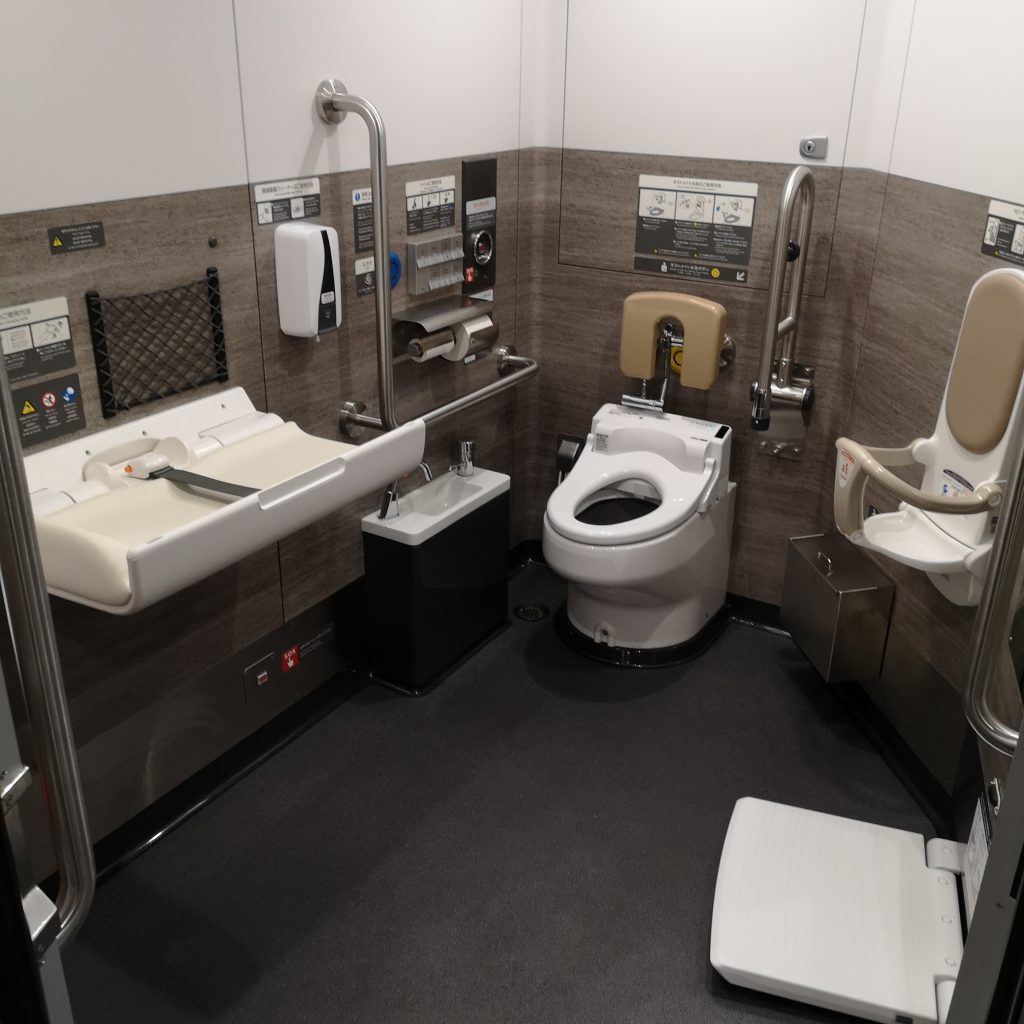 近鉄 ひのとり 80000系 多目的お手洗い