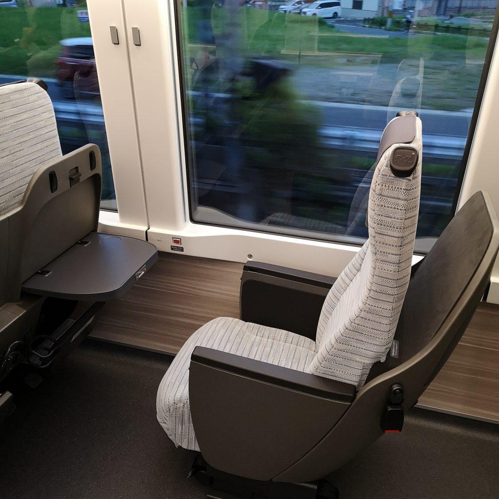 近鉄 ひのとり 80000系 レギュラー車両 車いす対応座席