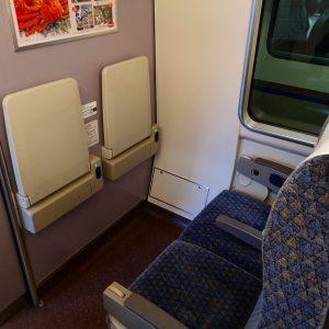 特急きのさき 普通席 机とコンセント
