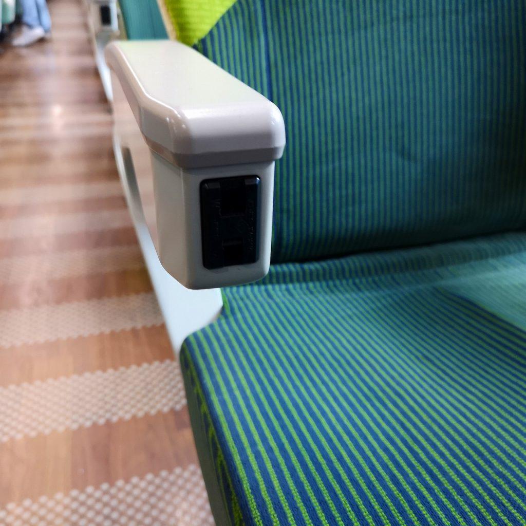 特急しおかぜ 8600系 普通車 自由席 指定席 座席 コンセント