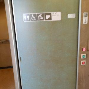 ワイドビュー南紀 お手洗い 洋式扉