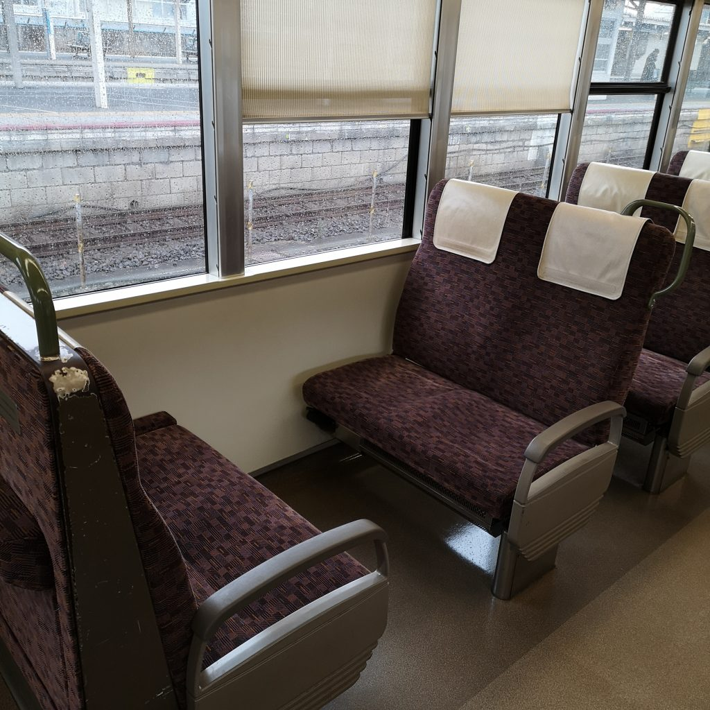 JR西日本 新快速 223系 車内