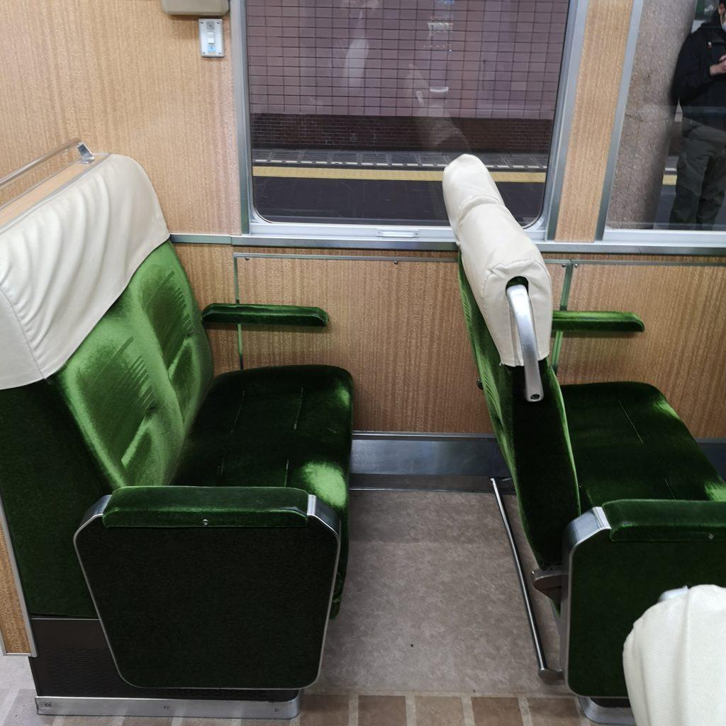 阪急神戸線 特急 8000系 クロスシート