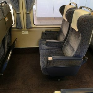 特急しなの 383系 グリーン車 座席