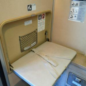 特急しなの 383系 お手洗い ベビーベッド