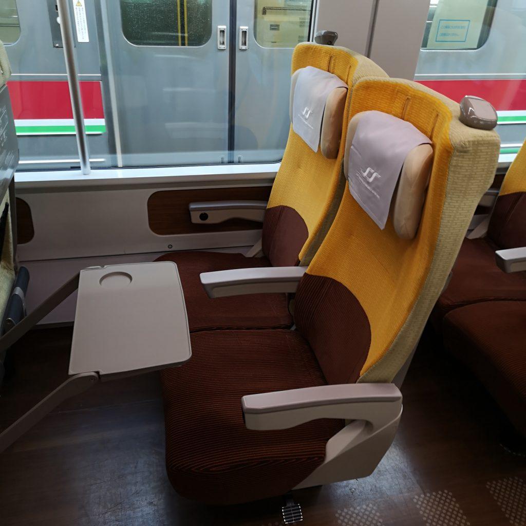 特急いしづち 8600系 普通車 自由席 指定席 座席