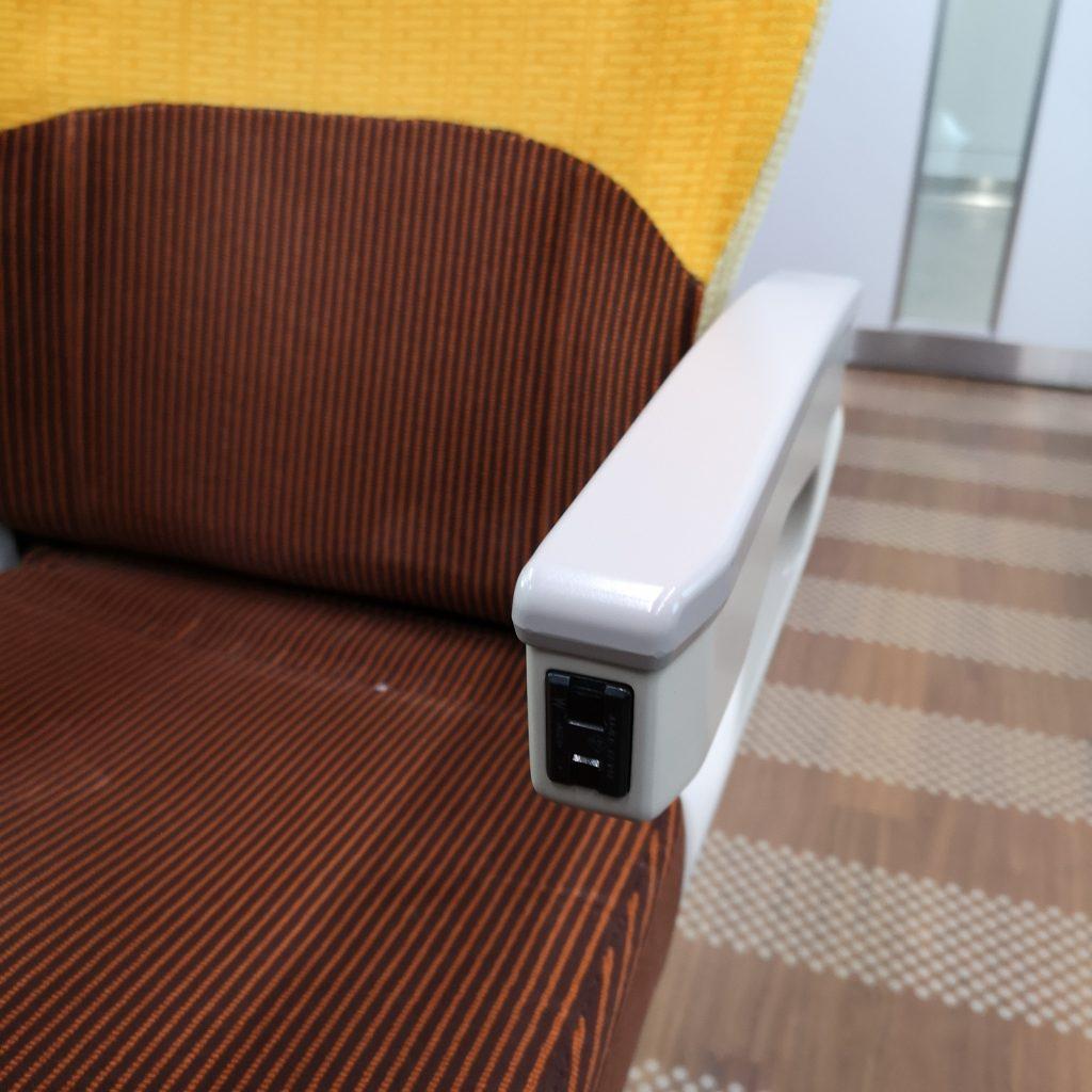 特急いしづち 8600系 普通車 自由席 指定席 座席 コンセント