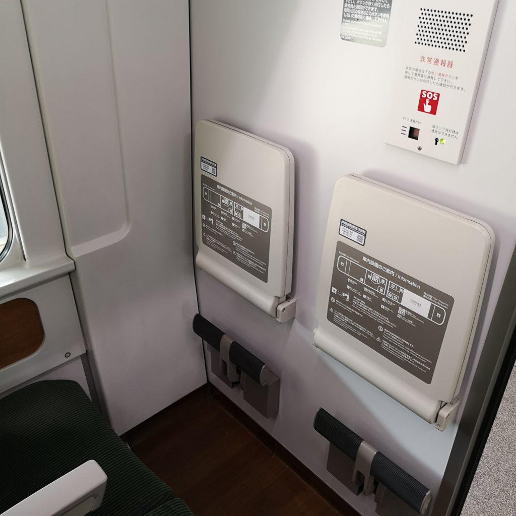 特急いしづち 8600系 普通車 自由席 指定席 端部座席 テーブル