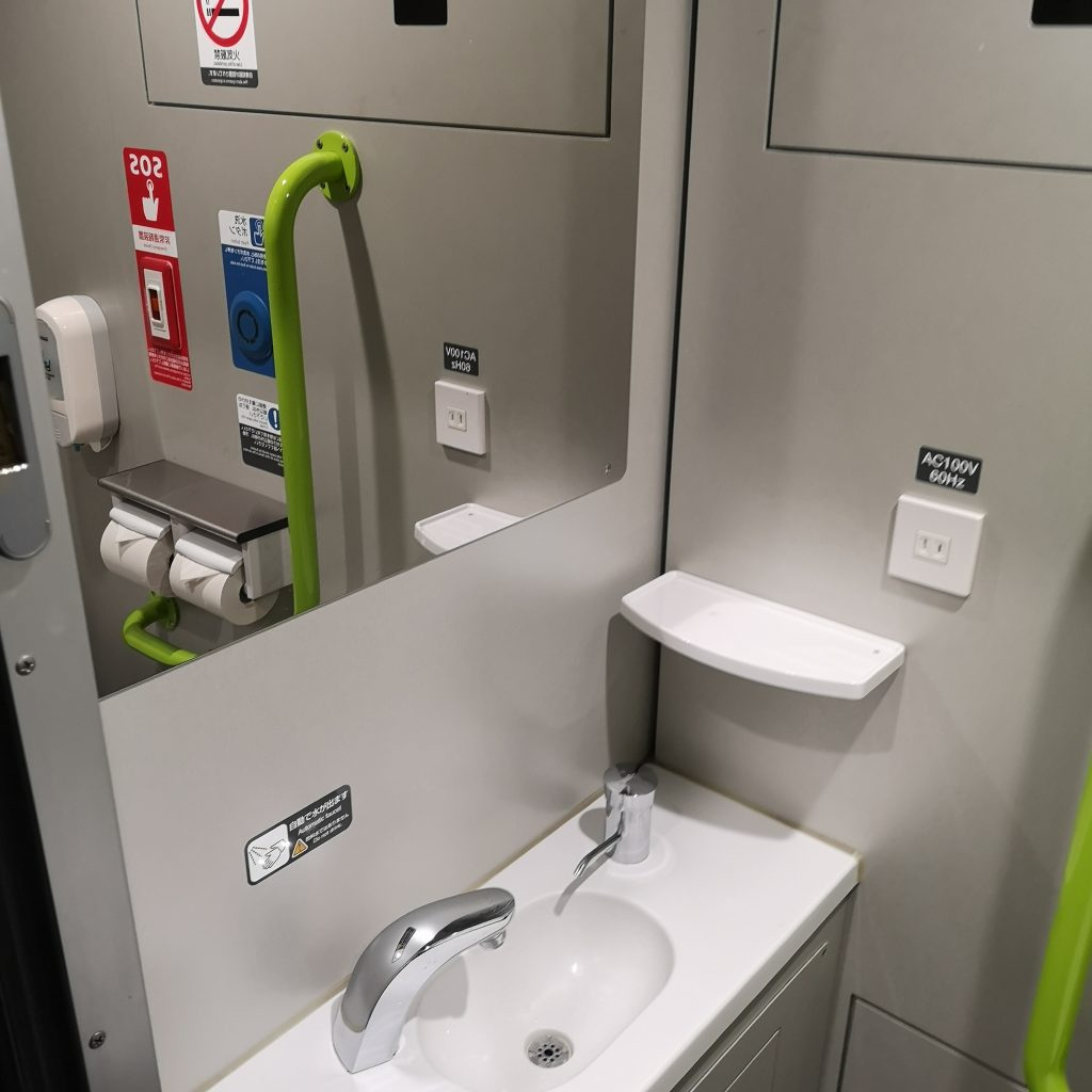 特急いしづち 8600系 普通車 お手洗い トイレ