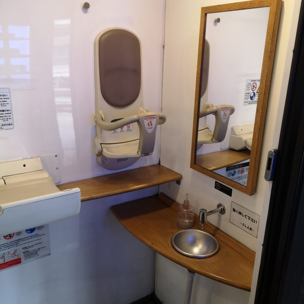 SL人吉 50系客車 1号車 多目的お手洗い