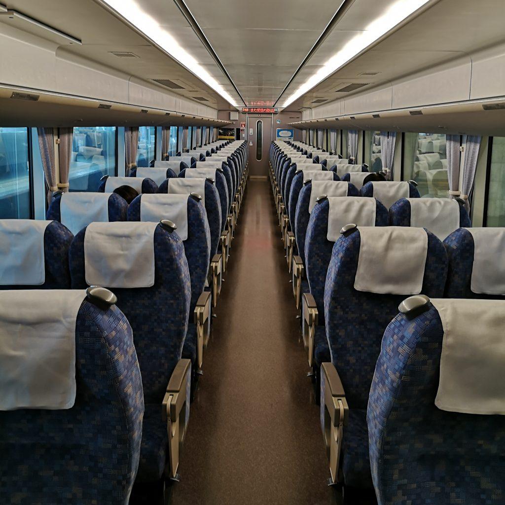 特急サンダーバード 683系4000番台 普通車 指定席 自由席