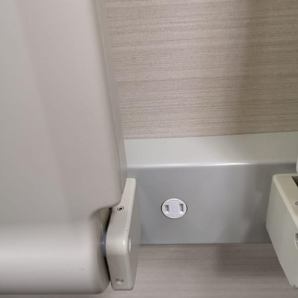 近鉄 京都線 橿原線 特急 22000系 車端部テーブル コンセント