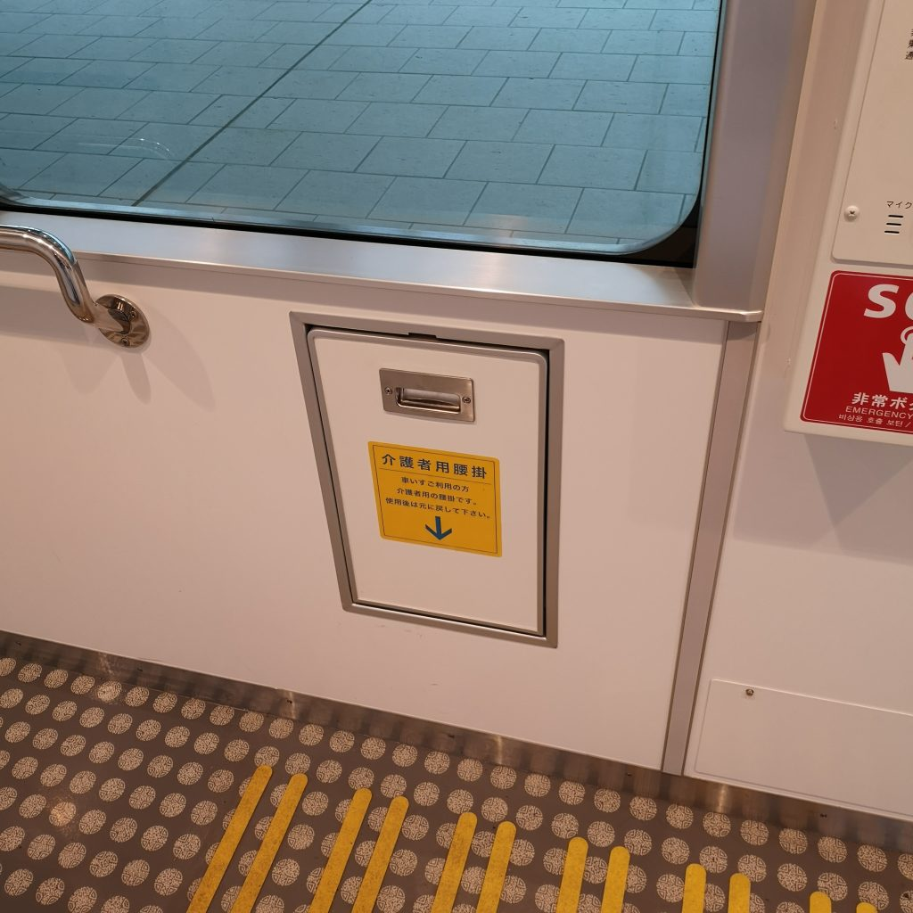 快速シーサイドライナー YC1系 補助座席