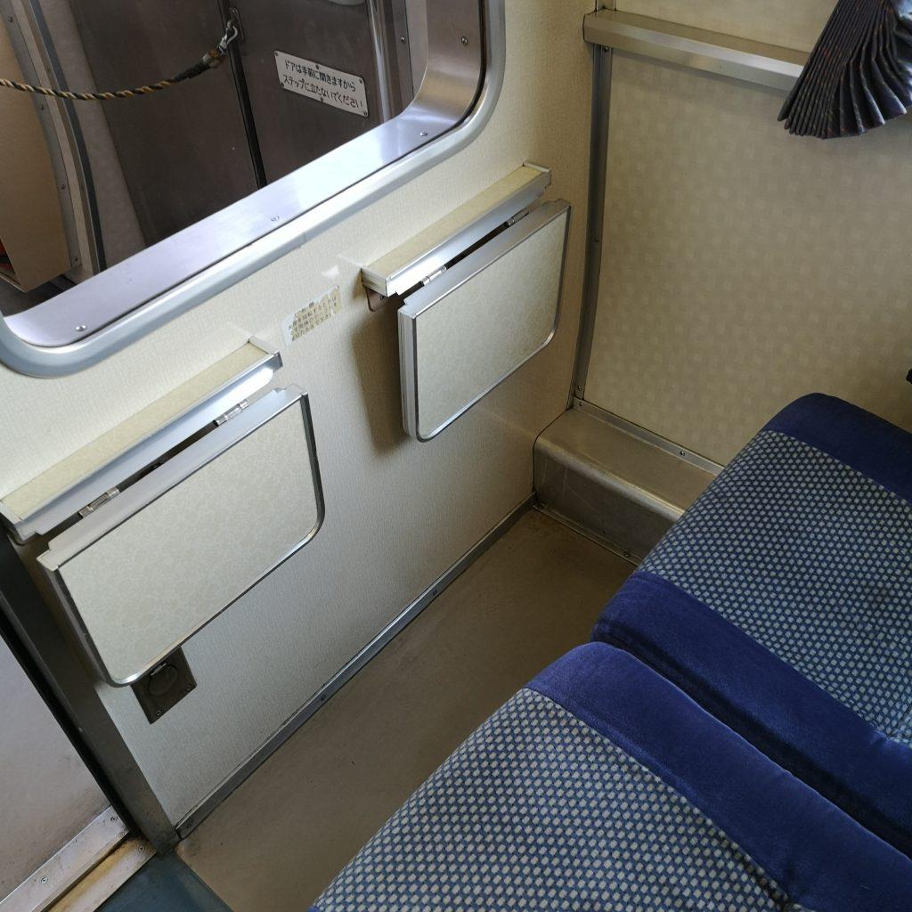 特急剣山 キハ185系 普通車 座席 テーブル