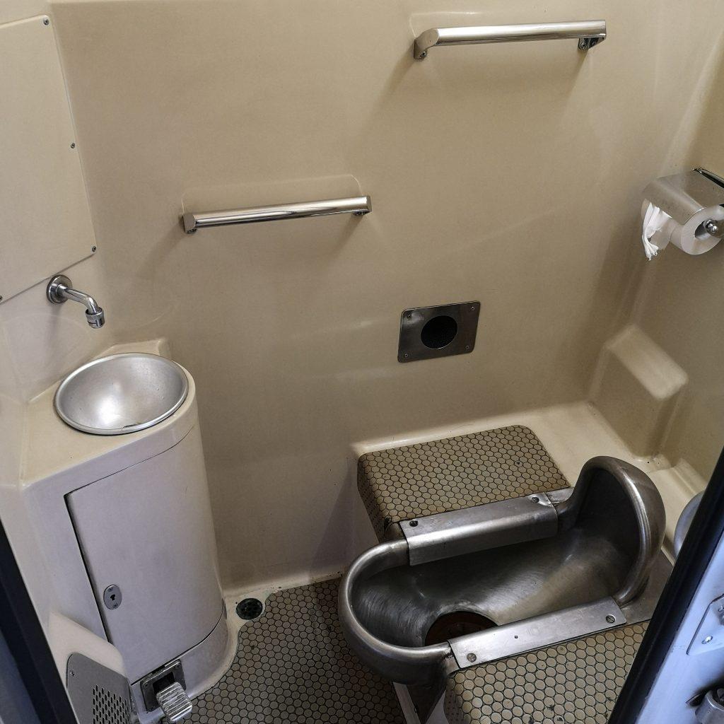 特急剣山 キハ185系 お手洗い トイレ
