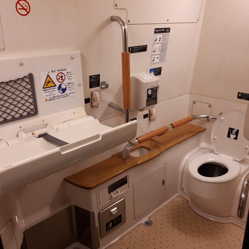 新幹線つばめ 800系 多目的お手洗い 多目的トイレ