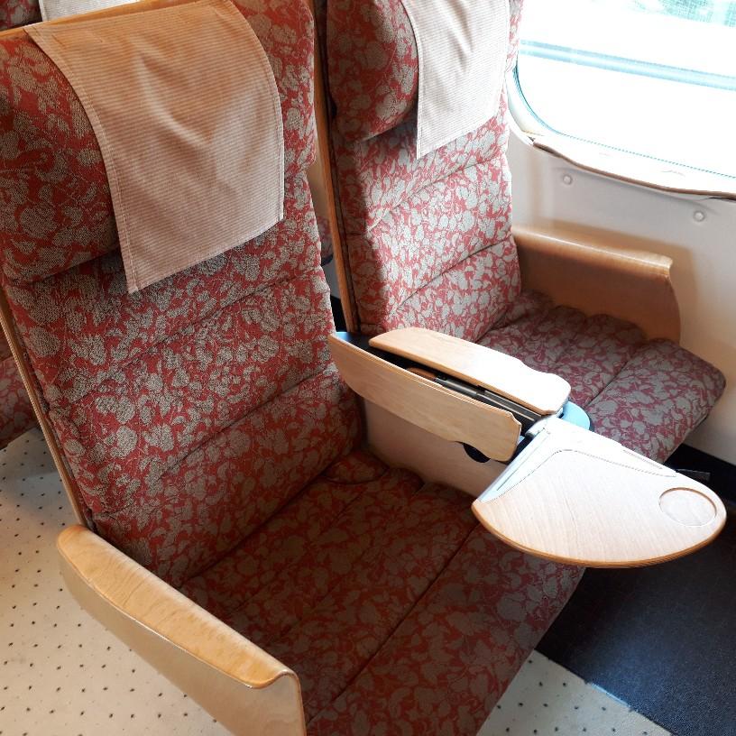 新幹線つばめ 800系 座席