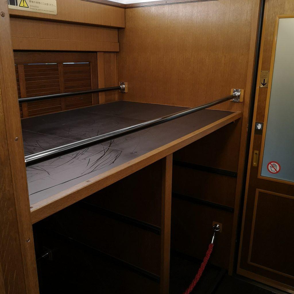 快速SLやまぐち 2号車 スハ35 荷物置き場