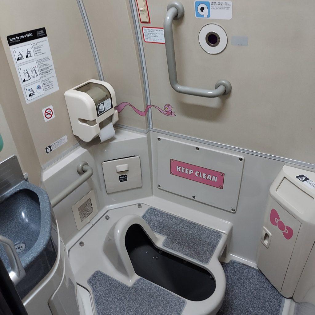 500系 ハローキティ新幹線 お手洗い トイレ