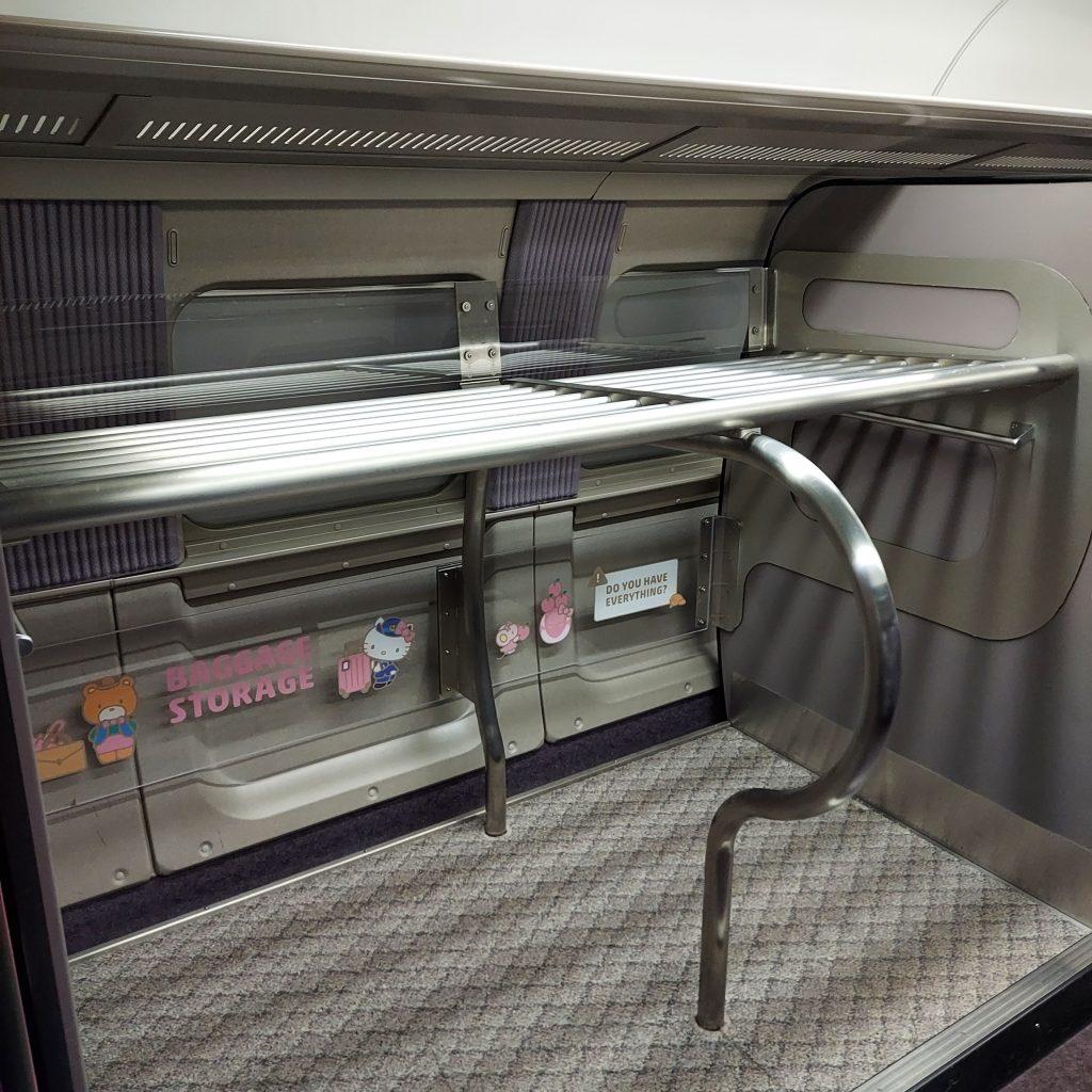 500系 ハローキティ新幹線 普通車自由席 3号車 荷物置き場