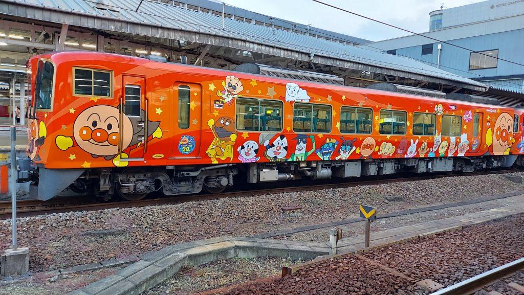 特急 南風 2700系 あかいアンパンマン列車 4号車