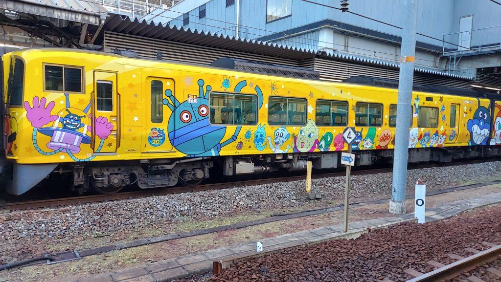 特急 南風 2700系 きいろいアンパンマン列車