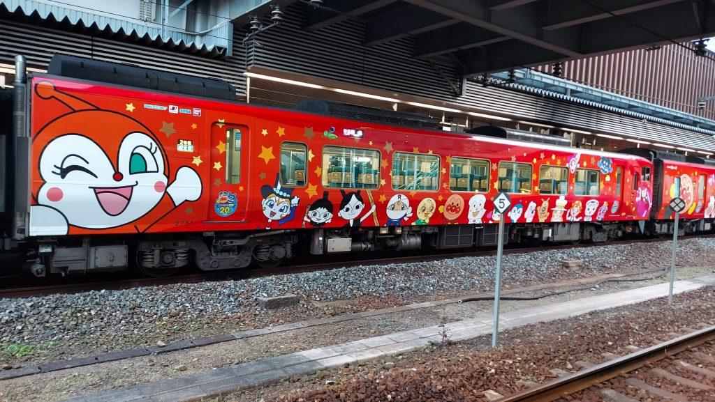特急 南風 2700系 あかいアンパンマン列車