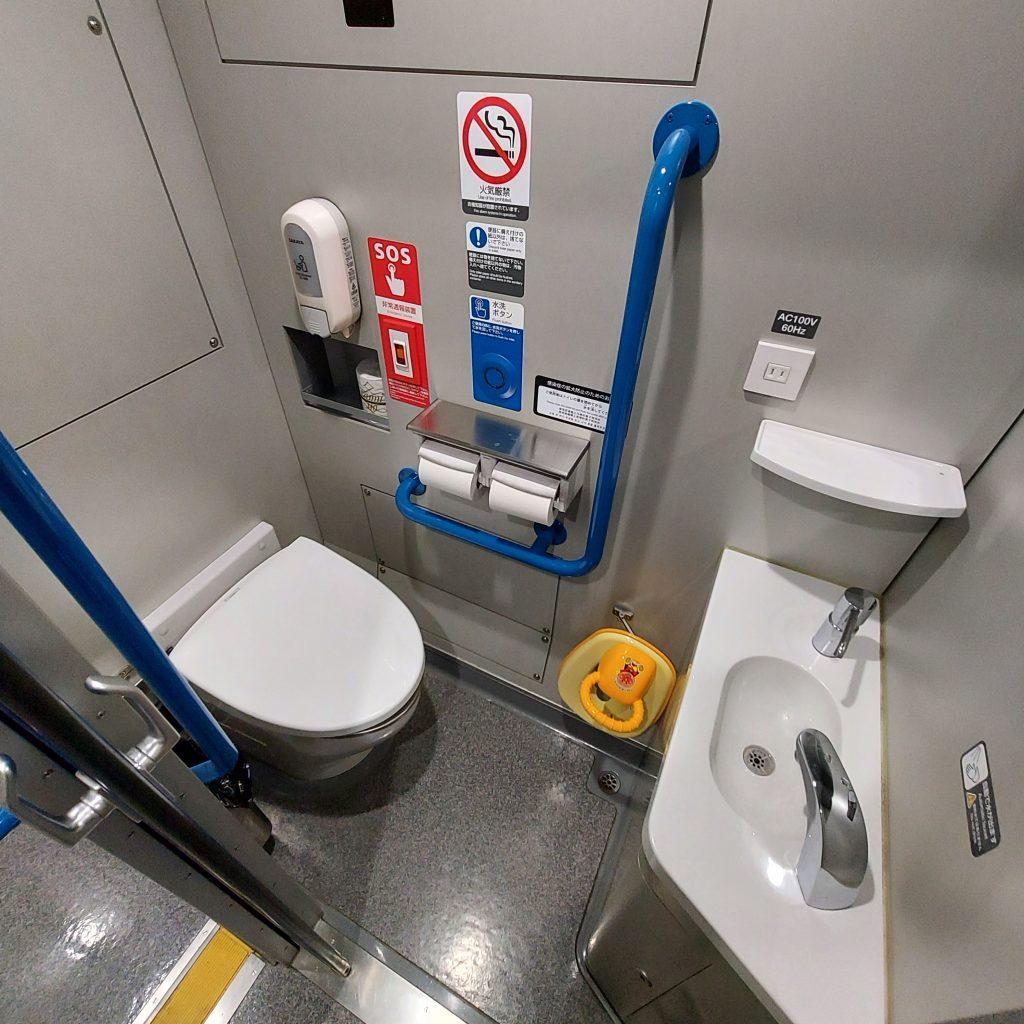 特急 南風 2700系 アンパンマン列車 お手洗い トイレ