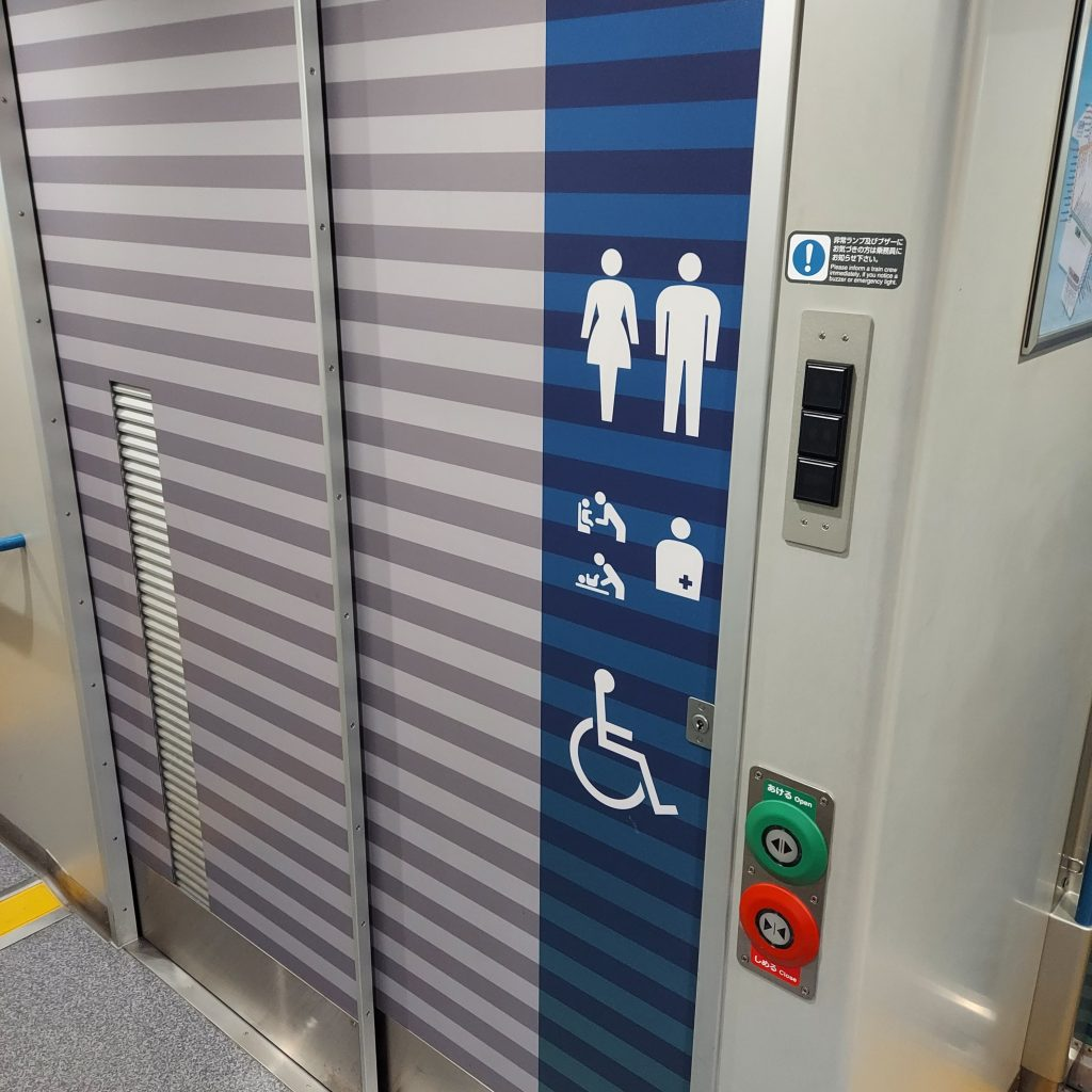 特急 南風 2700系 アンパンマン列車 多目的お手洗い 多目的トイレ