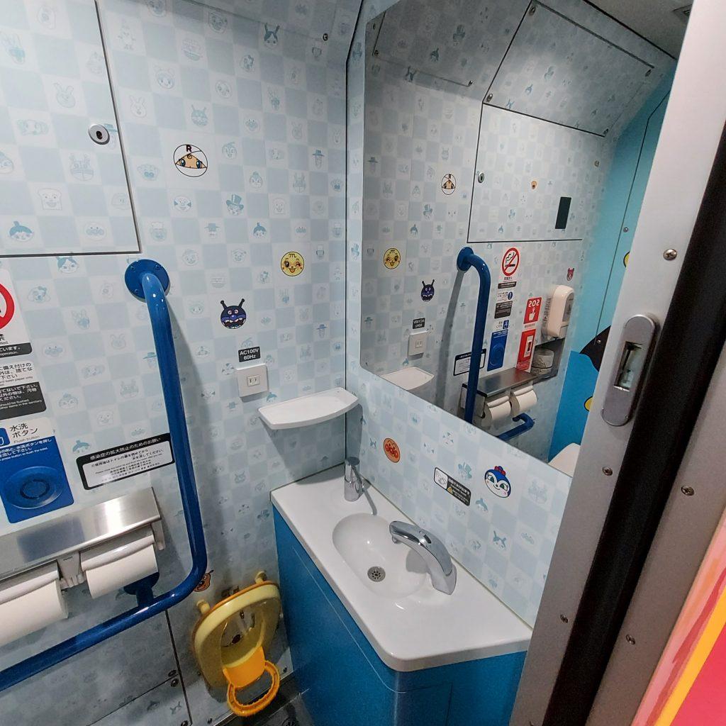 特急 南風 2700系 アンパンマン列車 1号車 アンパンマンシート トイレ
