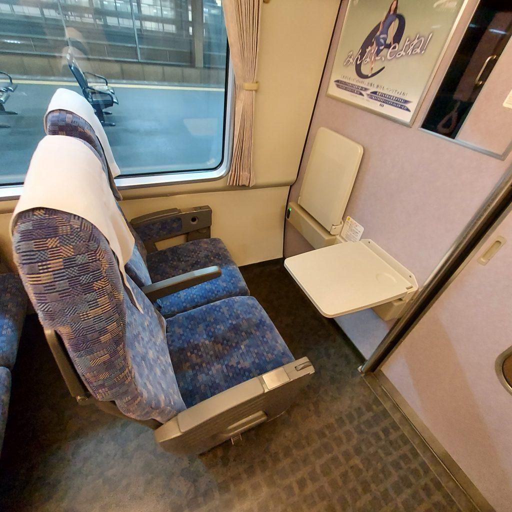特急 ダイナスター 683系 普通車 端部座席