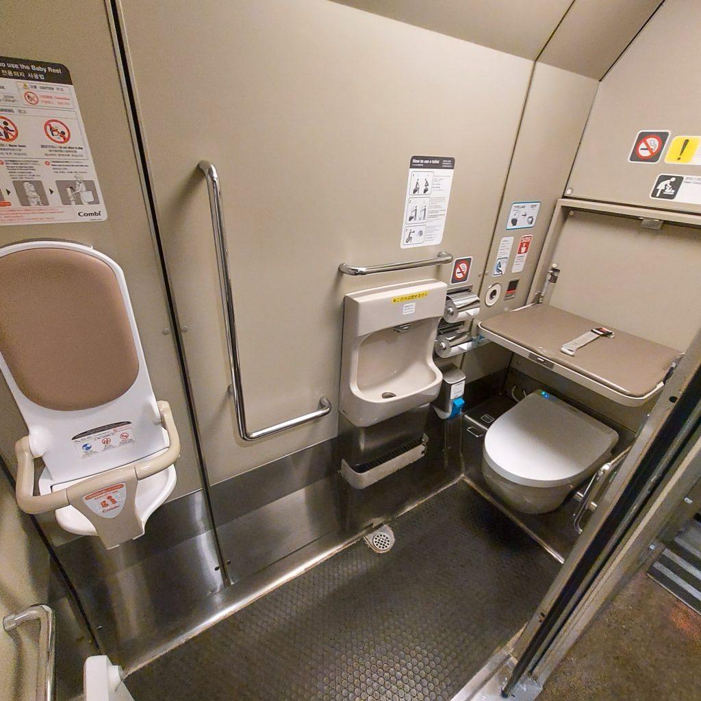 特急 ダイナスター 683系 多目的お手洗い 多目的トイレ